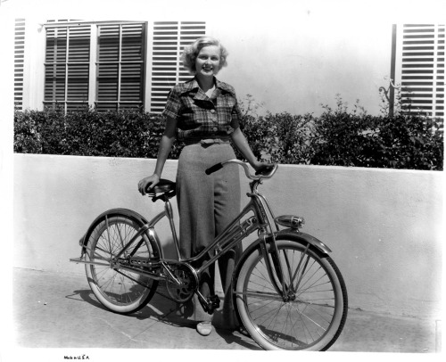 "Gloria Stuart walks a bike. The ""Titanic"" Oscar nominee, a few years earlier in her career."