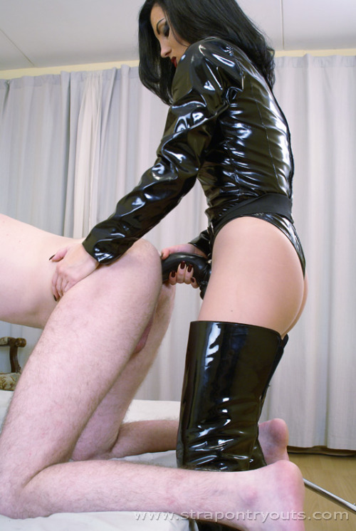 venustemple:  Strapon queen mistress from 'strapontryouts' great site