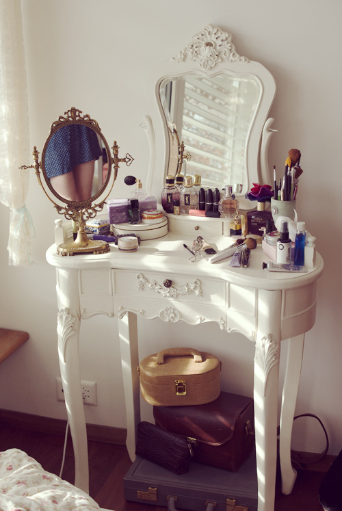 a wider shot of my make-up table. I keep hairpins, nailpolish, make-up I don't use that often etc. in a case I got from asos and the vintage briefcase and camera bag underneath the table. - nina