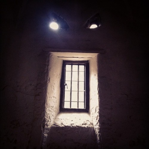 #iseefaces #window #light #scary #hamptoncourtpalace (Taken with instagram)