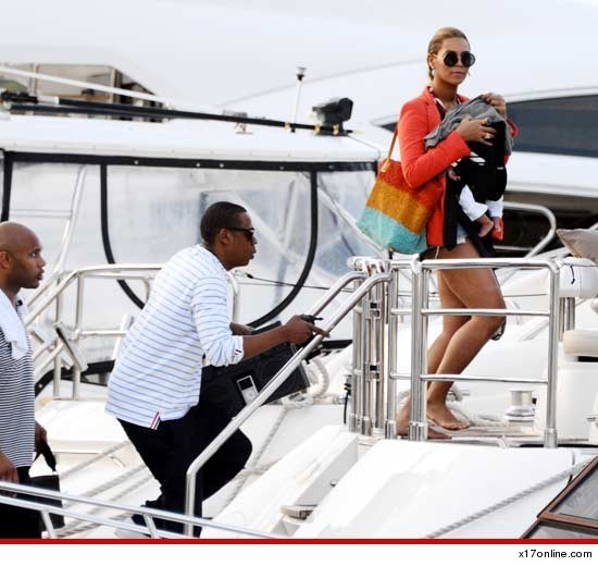 Just Blue Ivy's first yacht ride… Look ma, I'm on a boat.
