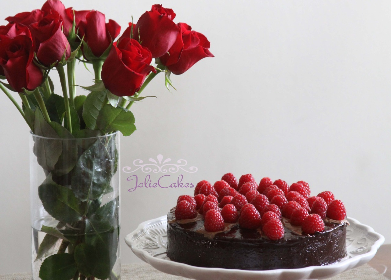 Rich Raspberry Chocolate Cake <3 <3 <3 Blogger Facebook