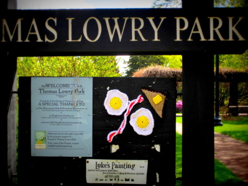 Breakfast #yarnbomb at Thomas Lowry Park