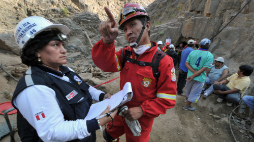 Peru mine disaster: ctures of rescuers working to free nine trapped miners