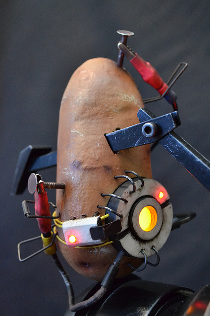 playeronepressstart:  Cosplay GlaDOS potato.