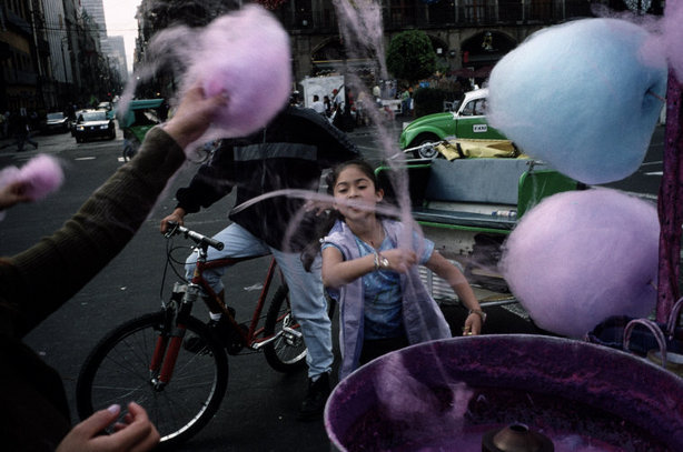 mayanhandballcourt:  Mexico City 2003 Photographer Alex Webb(via Slate/Magnum Photos)