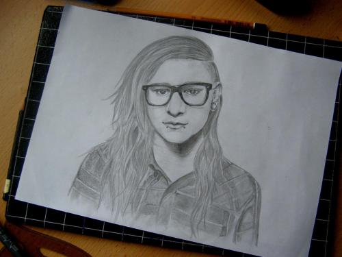 tooskafkowa:  Skrillex  ♥  whoever drew this can i marry you