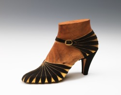 oldrags:  Shoes by Steven Arpad, 1939 France, the Met Museum