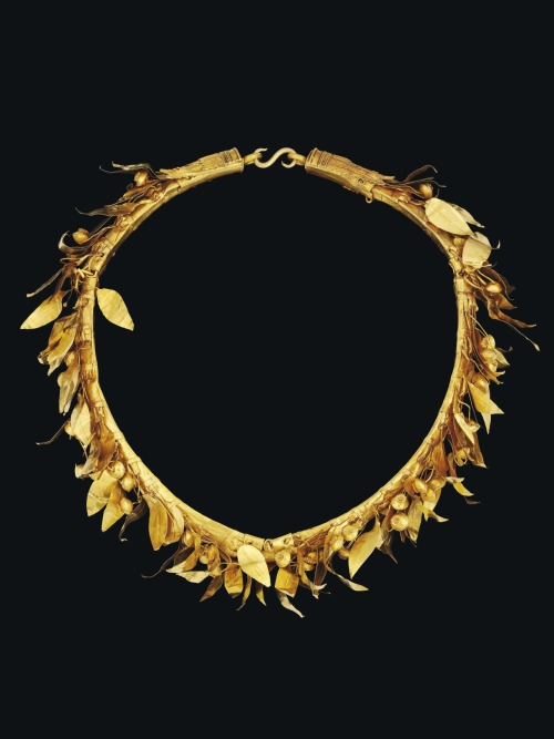 A Greek Gold Myrtle Wreath Antiquities