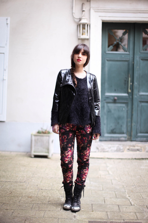 what-do-i-wear:  Blouson : Manoush (2009) Pull : Asos Slim : Urban Outfitters Boots : Office (2010) Rouge à levres : YSL Vernis à lèvres – 9- (image: leblogdebetty)