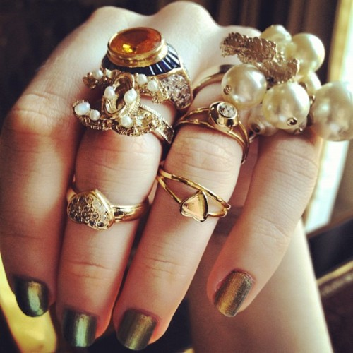 PERSONAL pèridot nails (chanel), vintage rings