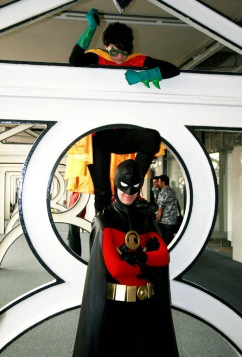 lilprince:  cosplayroyalty:  Red Robin and Robin Tim Drake and Damian Wayne  Hey look, that's me… Though not reblogged from my account hmmmm  Why are you standing on a condom?