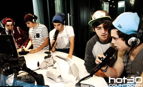 summerswag13:  Janoskians on hot 30!!!