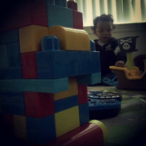 Chillin'.  Buildin'. #fathersontime #megabloks #pirates #toys (Taken with instagram)