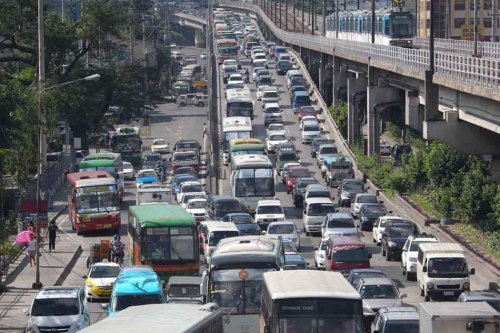 Despite the holiday, traffic on EDSA at the Kamuning flyover is at a standstill on Monday as motorists and travelers on buses return to the capital after the long weekend. Many Metro Manila residents took advantage of the long vacation and started returning to to the metropolis only on Monday. Photo by Manny Palmero for ABS-CBNnews.com (SOURCE)