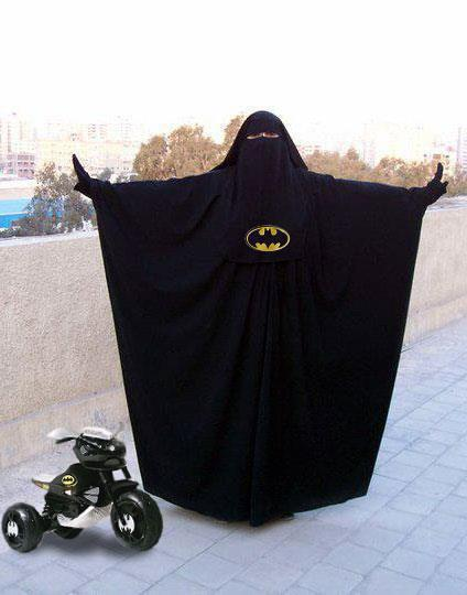 myworthlessblog:  wa?  Now THIS is a burka.