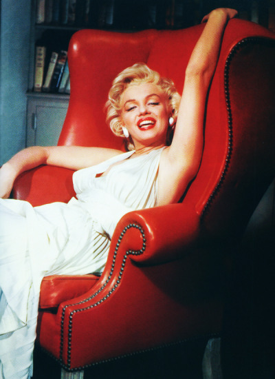 vintagegal:  Marilyn Monroe on the set of The Seven Year Itch (1955)