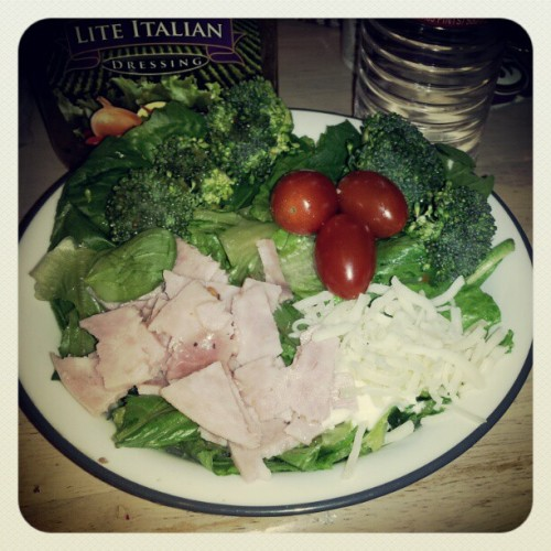 #dinner #yum #salad #healthy #nutritious #bomb #cherrytomato #lettuce (Taken with instagram)