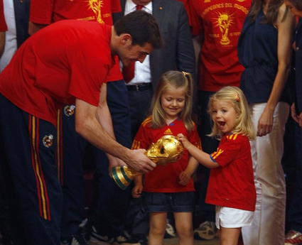 Infanta Leonor and Infanta Sofia with the World Cup trophy.