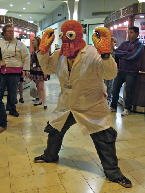 comedycentral:  hylianhero:  Zoidberg @ Anime Boston 2012  In need of an alternate use for oven mitts?  I REALLY want a mask like this