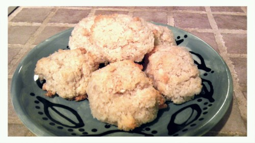 Tasty Macaroons <3 This is an easy and delicious treat! Recipe is as followed.  1 1/3 cups grated sweetened coconut 1/3 cups sugar 3 tablespoons brown rice flour 1/2 teaspoon salt 2 egg whites 1 teaspoon pure vanilla  1.preheat oven to 325°F . Line baking sheet with parchment paper. 2.in bowl, mix all ingredients together. 3.form round macaroons and place on prepared baking sheet. 4.place in oven and bake for 15 minutes.  Enjoy! <3 staying tasty