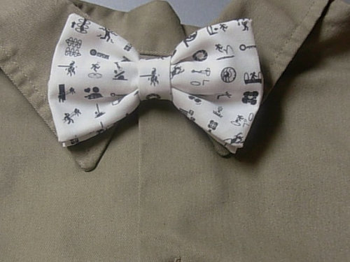 Portal Bowtie! So so cute! I would love to see my man in that… :3