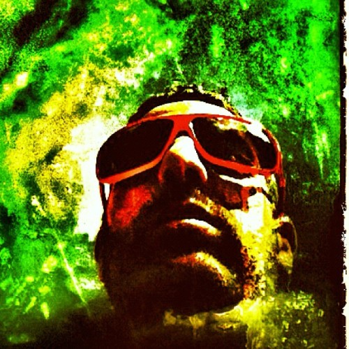 #iphon4 #instagram #facegram #picoftheday #fog #green #face #art #glasses #today @jarivool (Taken with instagram)