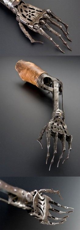 moonbeamwhim:  19th century prosthetic arm.