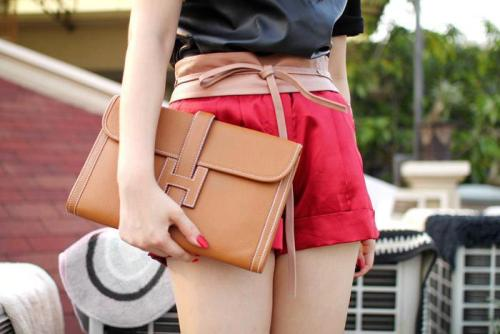 Hermes clutch bag.More photos like this on http://iamhazelle.tumblr.com. :)