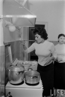 Italian actress Sophia Loren in the kitchen.
