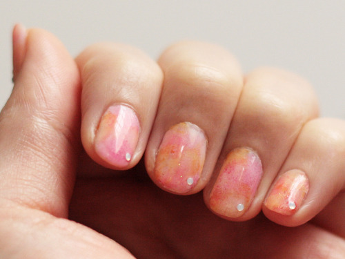 DIY Mess Free Nail Art Marble Nails. Get a marbleized look using makeup sponges - avoiding the mess of dipping your nails in a water bath with polish floating on top. Tutorial from Small Good Things here.