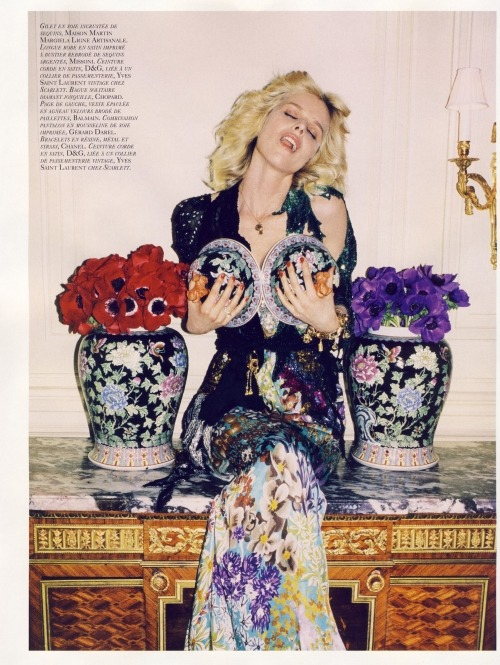 Eva Herzigova. (What a great pic!)