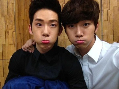 "2PM's Junho and 2AM's Jo Kwon Share a Cute Selca  2PM's Junho and 2AM's Jo Kwon took a cute selca shot, adding to the photos that ""One Day"" members have taken together. On April 9th, Junho posted on Twitter, ""What are we doing together?"" along with the picture above. Junho put his arm around Jo Kwon as the two puffed their cheeks in an attempt to kill their fans with aegyo. Fans commented, ""They are the representative cuties for each group,"" ""Both of their faces are really small,"" and ""I hope they upload more pictures like this."" Jo Kwon recently mentioned that he met another adorable ""Junho"" as well. In related news, Junho finished up shooting 'Music and Lyrics' with Kim So Eun."