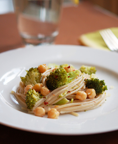 prettypasta:  Broccoli & Chickpea Brown Rice Pasta