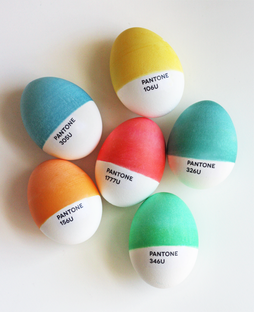 Easter has gone but  this idea is a keeper. They were created by designer Jessica Jones of How About Orange, and they look so good that it almost seems a shame to crack 'em open and eat them.