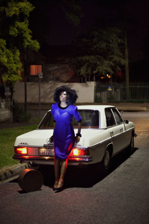 Funeka of the Quirky Stylista looks perfectly vintage in a cobalt dress.