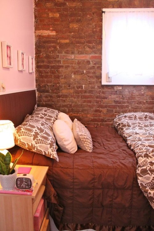 "outcamethesun:  All of these lovely ""small spaces"" on Apartment Therapy are making me want to go home & declutter the heck out of my house. (Forreal this time.)  These spaces just make me really want a studio or tiny 1 bedroom apartment next year. I love small spaces. They make me declutter my life."