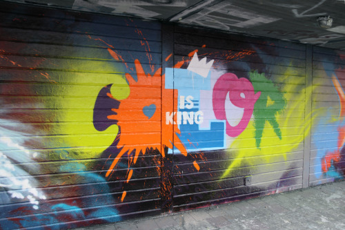 Color is King! Have a look at the whole piece with jesa and kase.