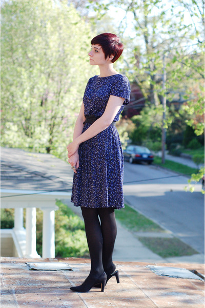 Wonderful vintage dress look.