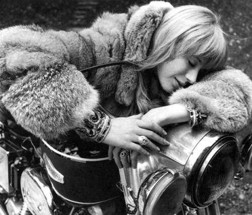 I'm always so inspired by Marianne Faithful's 70's styling.