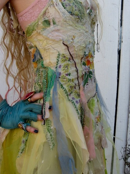 swansongpaisley:(via Fairy Worlds 3) Ooooo, I love this fairy dress! ♥