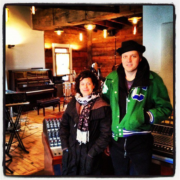 homeinfolk:  very recent photo of win and regine in the studio!! i've got no idea what they were recording, how recent it is precisely, or the source. haha