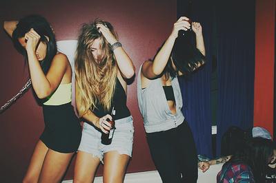 Resultado de imagem para meninas tumblr festas