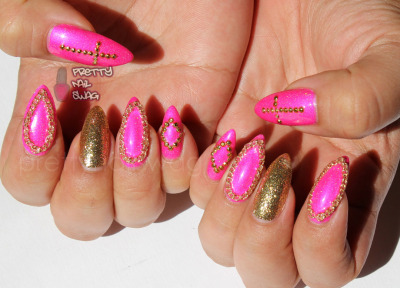 prettynailswag:  After seeing CindysNails lovely painted chain outline nails HERE, I had to try it out with actual chains. Superstar Nail Lacquer - Rising Star Razzberry, Julep - Oscar and some gold studs.