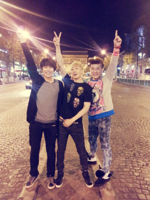 "@AllRiseSilver: After SS4 in Paris, we had a birthday and post concert party, and on the way back to the hotel, we got down in front of the Arc de Triomphe and 'SNAP!' As for why we suddenly stopped the car and got down to take picture, the only people who know the reason are the ones who know. http://t.co/kXcs0uDp @ryeong9: ㅅㅂㄹ ""@AllRiseSilver: After SS4 in Paris, we had a birthday and post concert party, and on the way back to the hotel, we got down in front of the Arc de Triomphe and 'SNAP!' As for why we suddenly stopped the car and got down to take picture, the only people who know the reason are the ones who know. http://t.co/kXcs0uDp""  So I finally figured out what ㅅㅂㄹ stands for. No, it's not 시발롬 (mother-f***er) as it normally stands for, nor is it 실버링 (silver ring), as some korean fans theorized, but 술버릇, or post-drinking habit. It struck me after Ryeowook tweeted about the fan-account that was 'a little too detailed' and I read the fan-account. 8D Solves the mystery okay, Wook wasn't cursing at Hyuk and neither did they start wearing friendship rings."