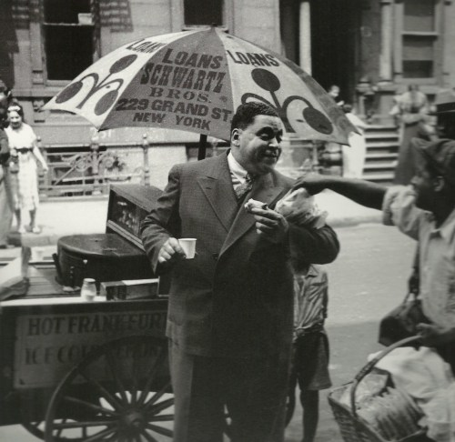 theodorafitzgerald:   Fats Waller grabbing a quick bite to eat   Fats Waller grabbing a snack in Harlem, May 1937. Photo: Charles Peterson//Time Life Pictures/Getty Images *corrected.