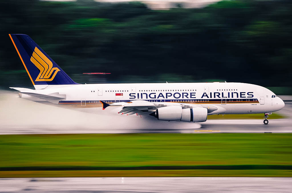 uppiluften:  Singapore A380 reverse-thrusting at Singapore-Changi | 1/8s | Eugene YR