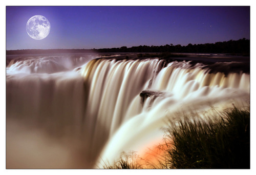 Moonlight over Iguazu by shardox on Flickr.