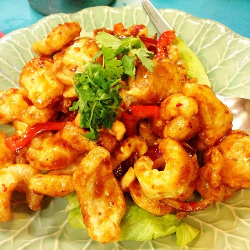 PORK SKIN SALAD YING THAI. #pork #salad #food #appetizer #yummy #fat #prawn #calamari #chilly #spice #thai #sour (Taken with instagram)