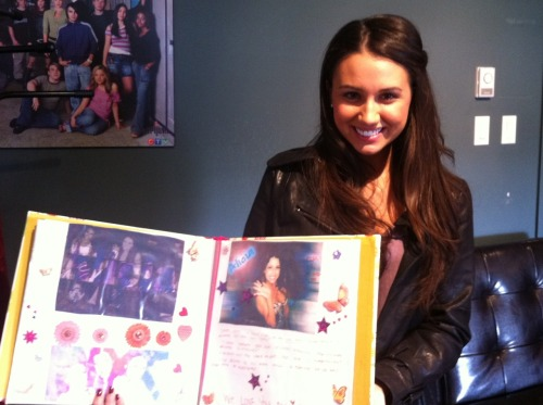 degrassi:  So sweet!! Here's Alicia checking out a beautiful scrapbook she received today from @AliciaJNavy